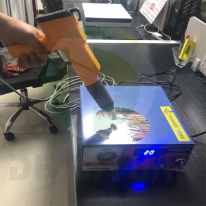 Automatic electrostatic generator in mold label static charging by hand